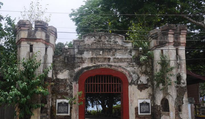 Entrance to Plaza Cuartel in Palawan