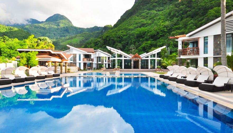 Puerto Galera Travel Guide: Beach Resorts & Diving Spots