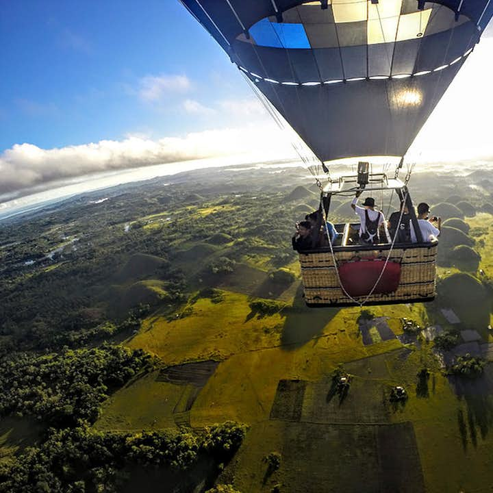 Bohol Hot Air Balloon Ride with Hot Choco, Snacks, & Souvenir Photos | With Transfers