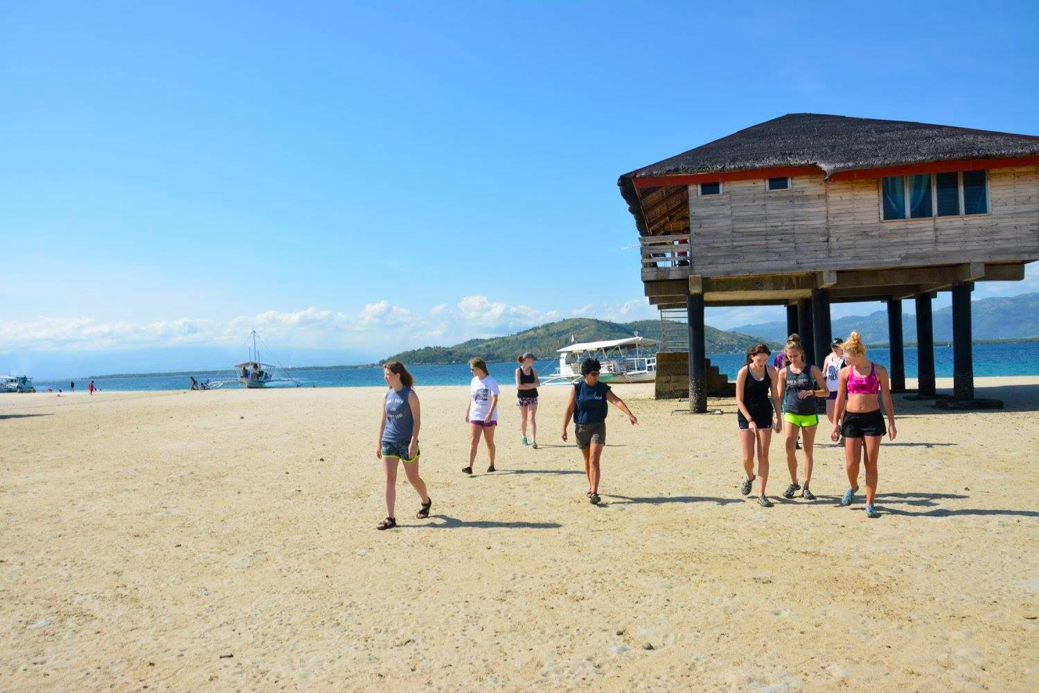 Manjuyod Dolphin Watching & Sandbar Tour with Lunch & Transfers from Dumaguete
