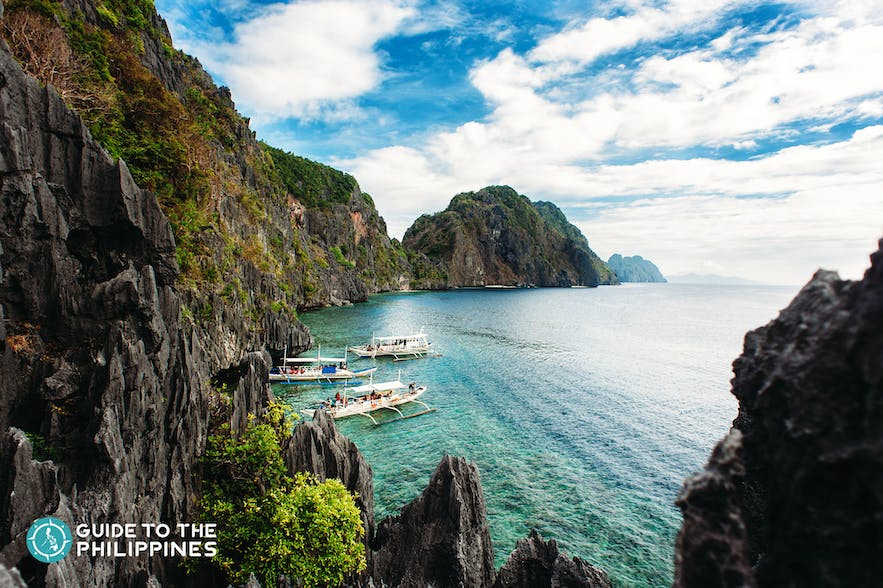 Limestone cliffs and turquoise waters of El Nido, Palawan