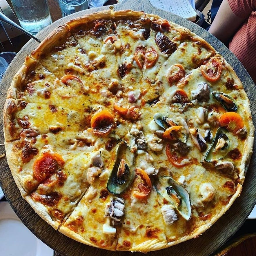 El Nido Boutique & Art Cafe's pizza