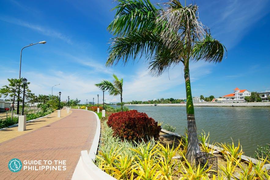 """Iloilo River Esplanade is where you can find the big """"I Am Iloilo"""" signage"""