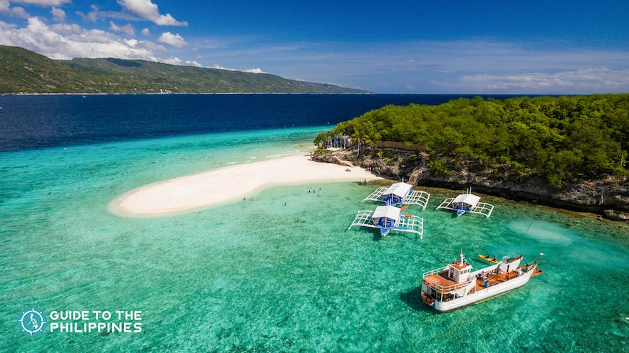 Clear and turquoise waters around Sumilon Island in Cebu, Philippines