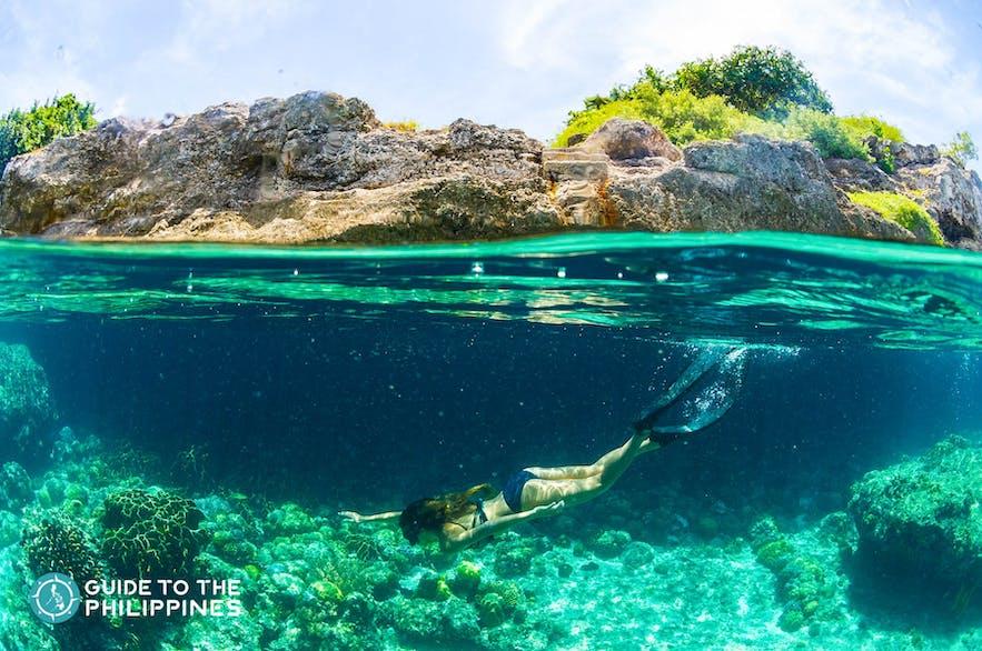 Woman diving in Pescador Island
