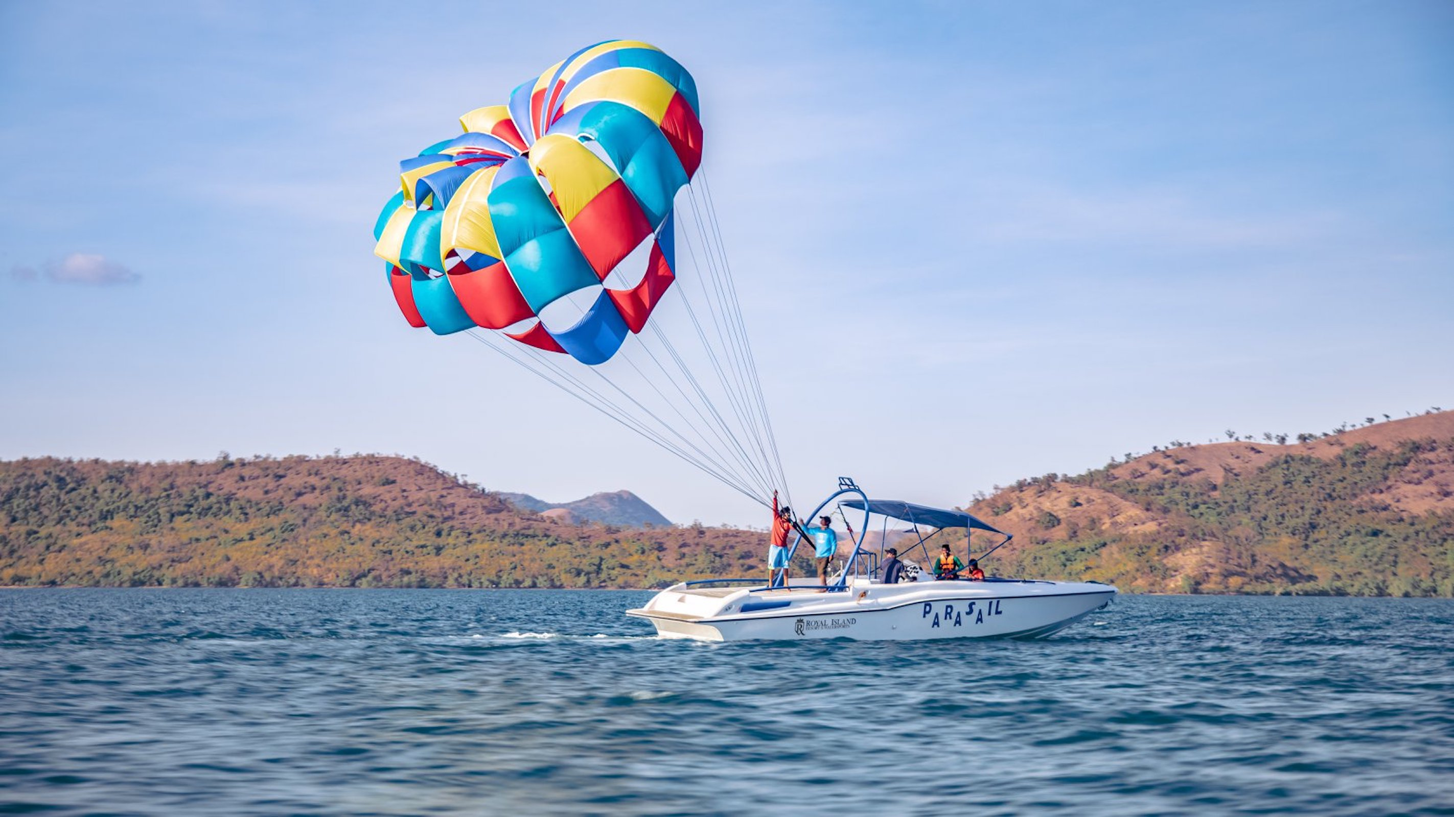 Releasing of parasailing chute at Coron