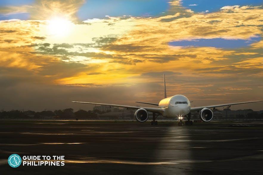 Plane landing in Manila airport