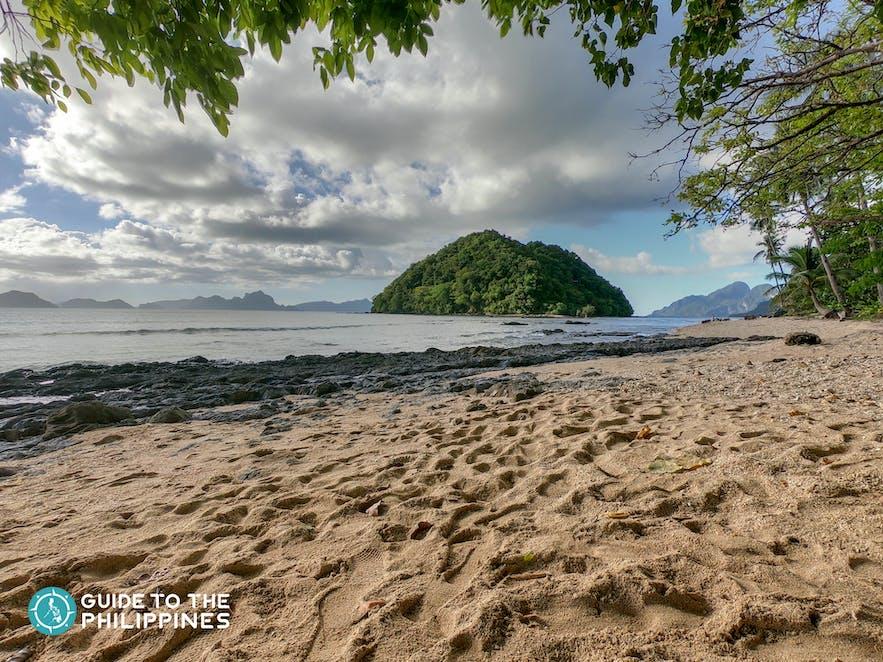 Dolarog Beach in El Nido, Palawan