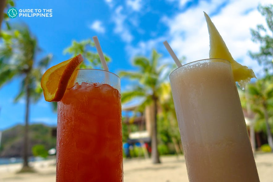 Cocktails by the beach in Palawan, Philippines