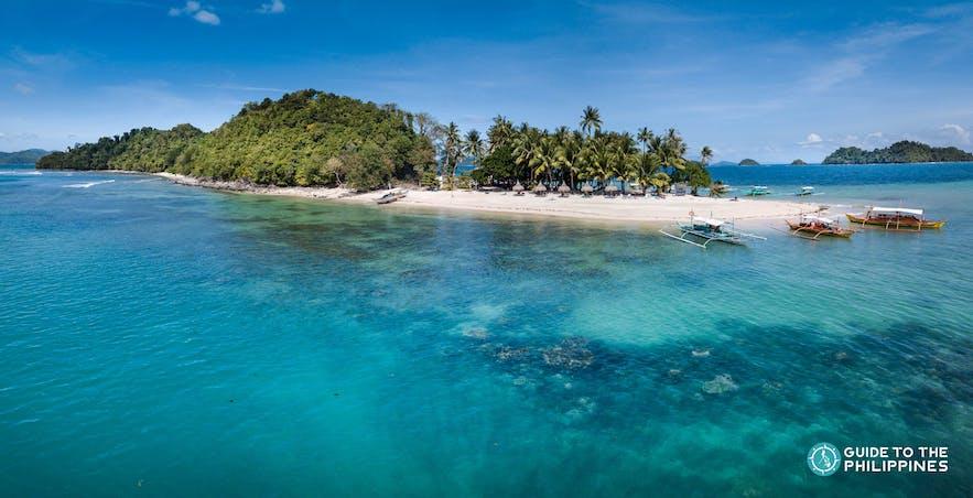 Island hopping at Inaladelan Island, Palawan