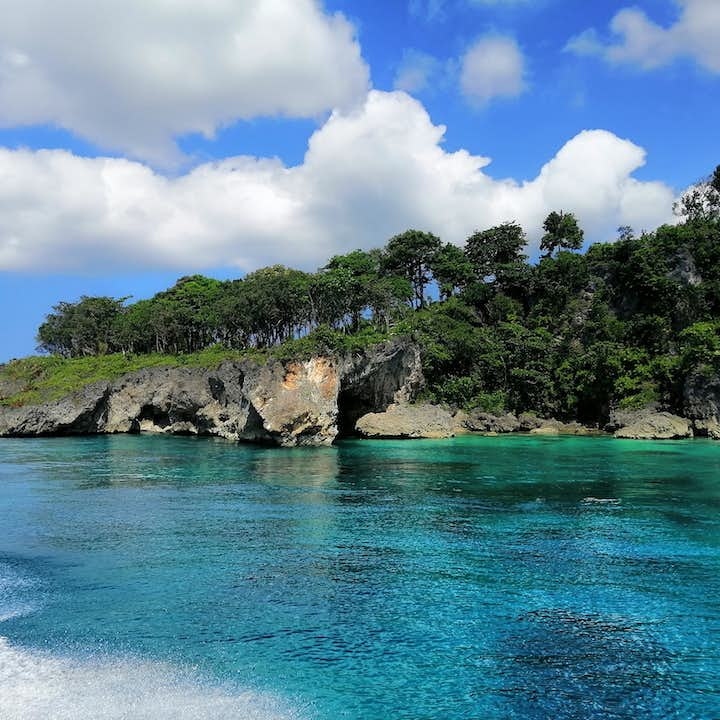 Boracay Carabao Island Day Tour with Lunch & Hotel Transfers from White Beach Hotel