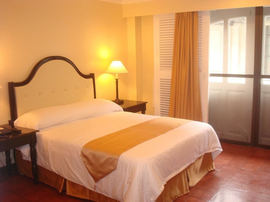 deluxe-room-at-white-knight-hotel-in-intramuros-manila-philippines