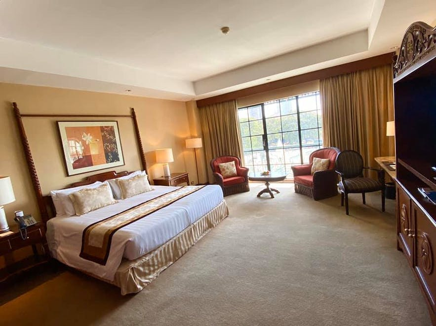 grand-deluxe-room-at-manila-hotel-philippines