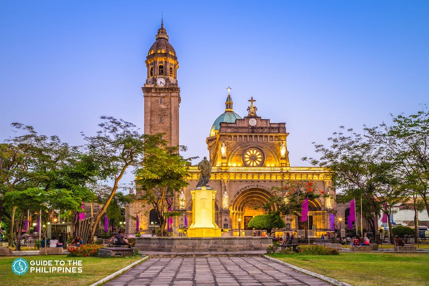 plaza-de-roma-intramuros-at-dusk