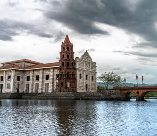 Las Casas Filipinas de Acuzar & Mt. Samat Bataan Day Tour with Lunch & Transfers from Manila