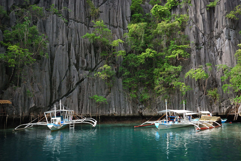 Boats in Kayangan Lake in Palawan