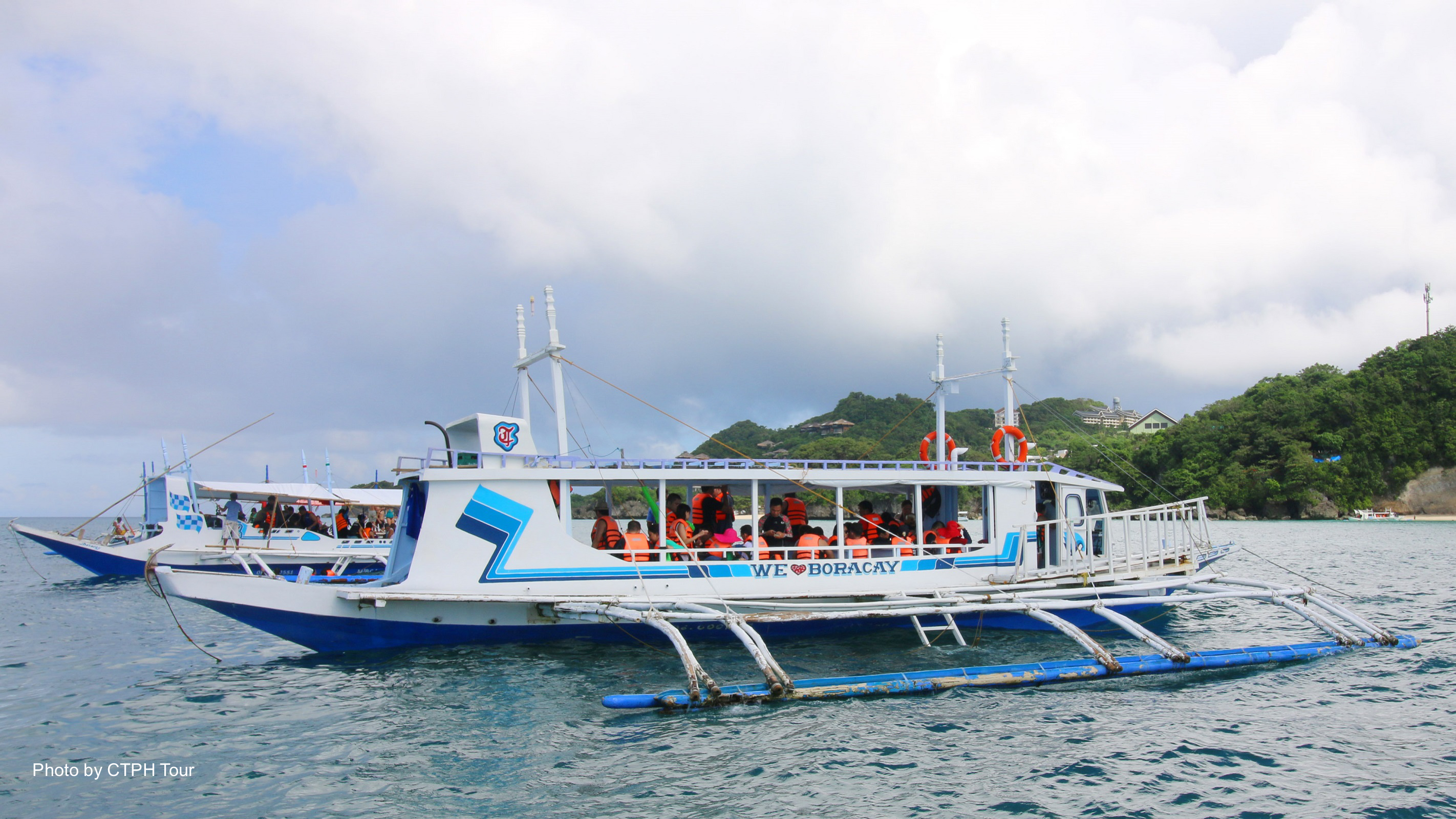 Boracay Island Hopping, Helmet Diving & Banana Boat Water Activity Shared Tour with Lunch & Transfer