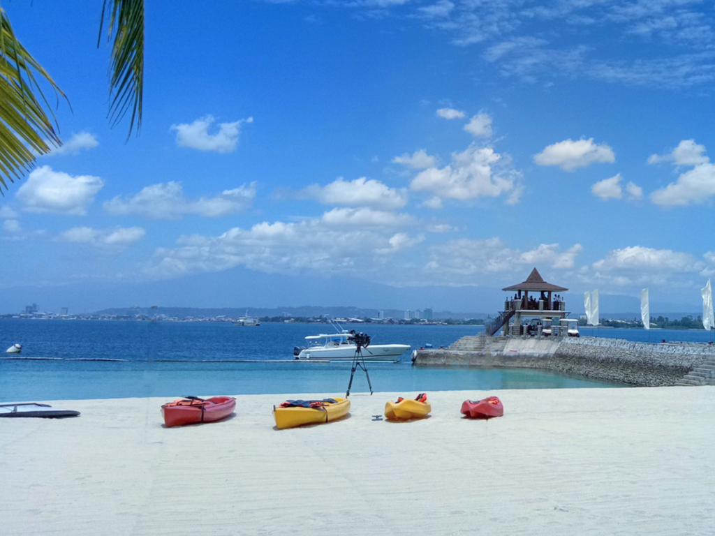 Clear waters, white beaches in Samal Island