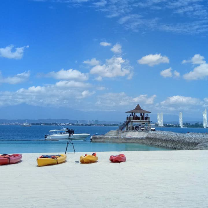 Clear waters, white beaches in Samal Island