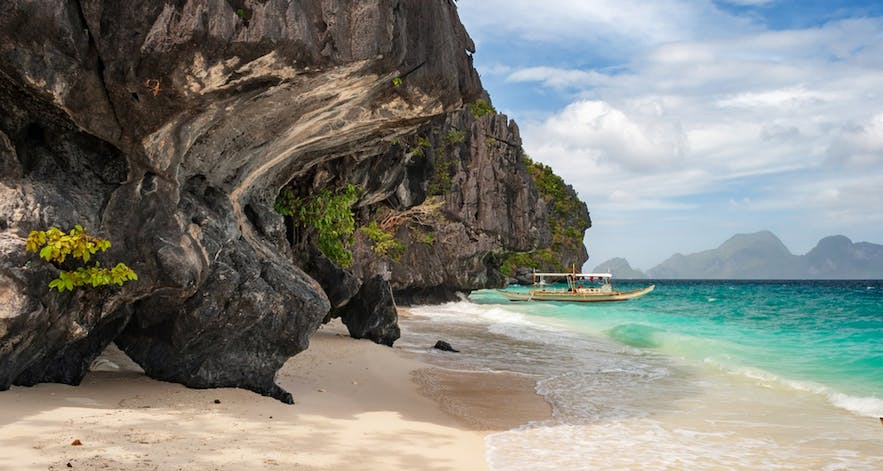 Shores of Entalula Island in El Nido, Palawan
