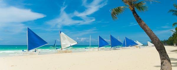 Aklan_Boracay_Paraw Sailing boats_Shutterstock_91077203-min (1).jpg
