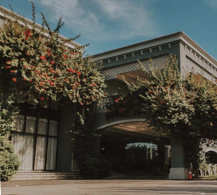 Beautiful facade of Hotel 1925