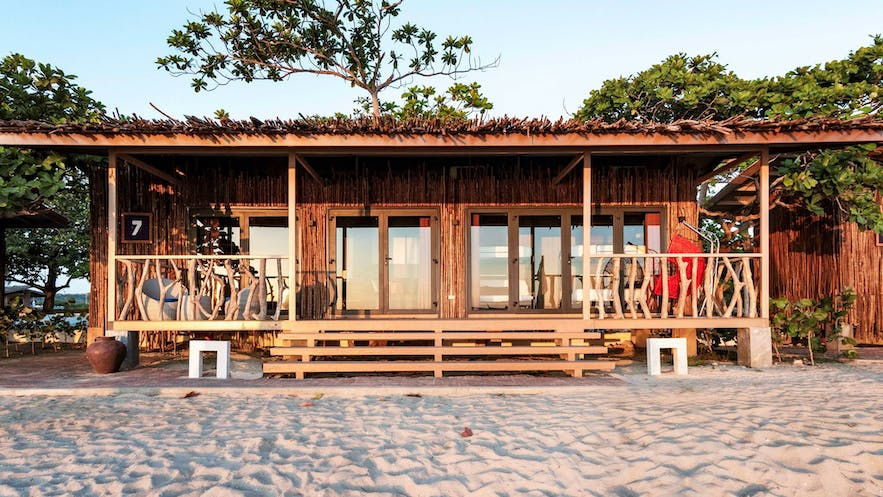 Beautiful wooden house by the beach of Crusoe Cabins