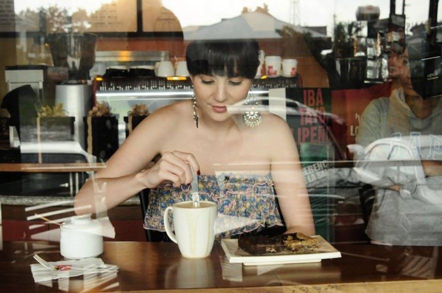 A girl drinking coffee in Cafe de Lipa