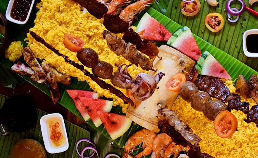 Boodle fight feast in Don Juan Boodle House