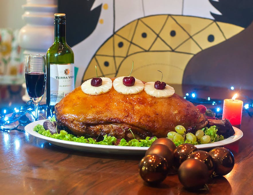 A Christmas ham as the centerpiece of a noche buena
