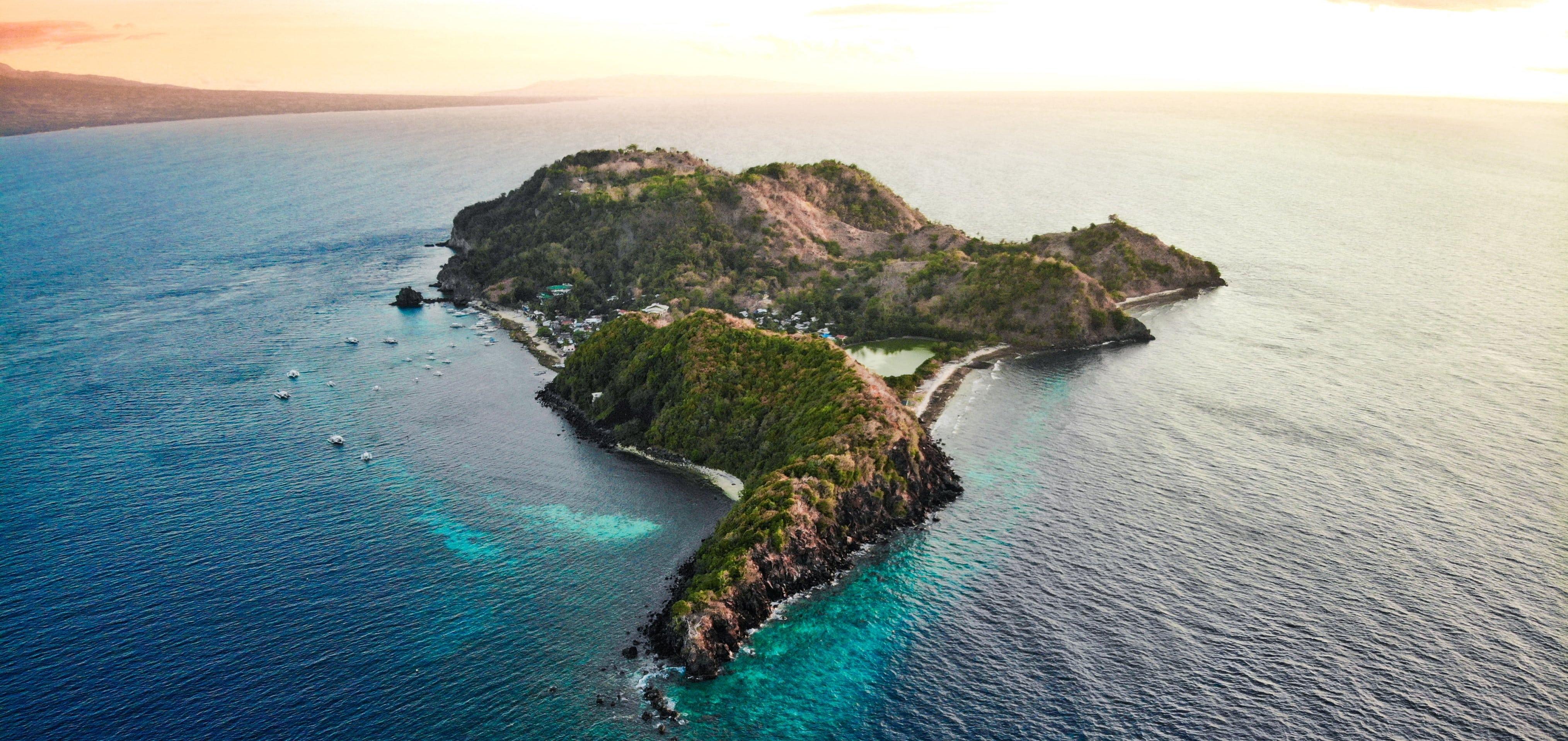 Scenic aerial shot of Apo Island in Dumaguete