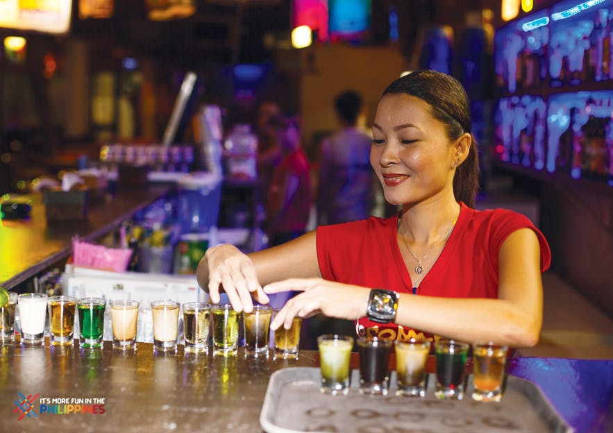 A bartended fixing the drinks in a bar in Boracay