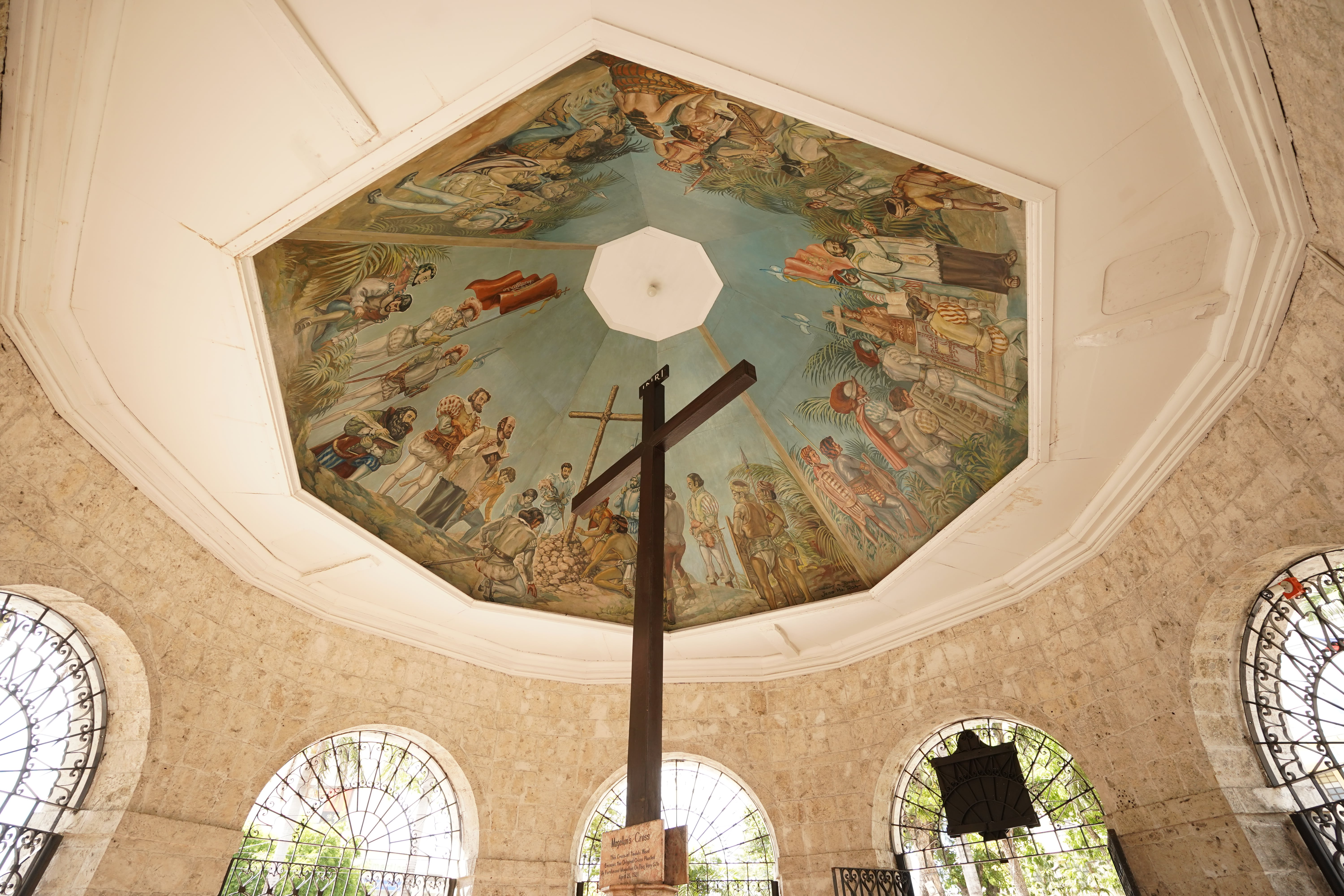 Depiction of history at the ceiling of Magellan's Cross