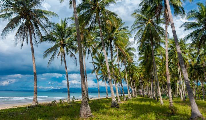 White sand beach in Port Barton Palawan