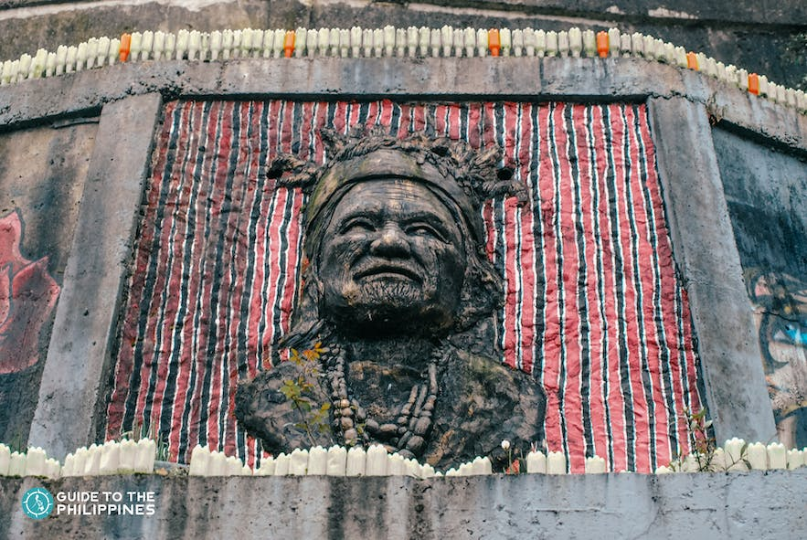 Sculpture at the entrance of Tam-awan Village