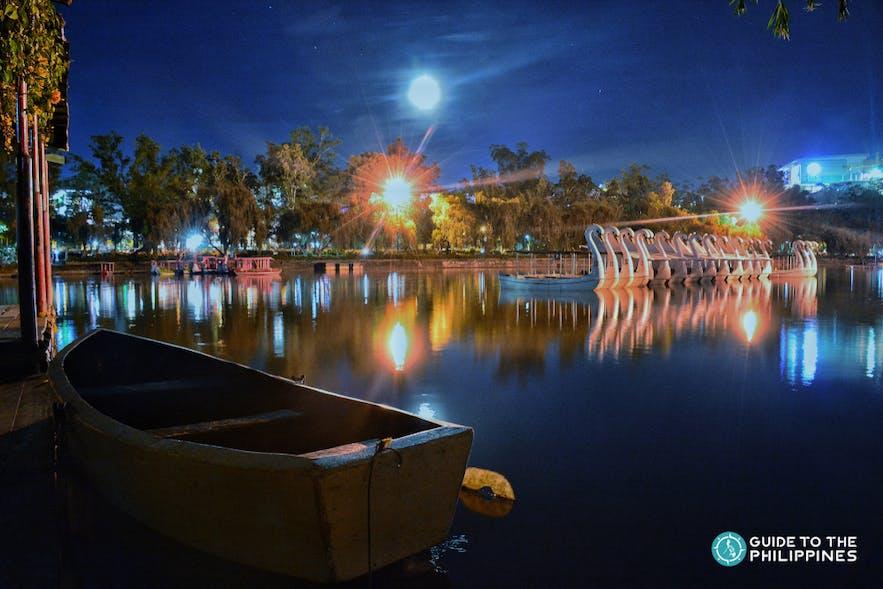 Beautiful lake of Burnham Park at night