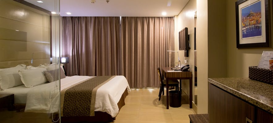 Standard bedroom in Goldberry Suites and Hotel