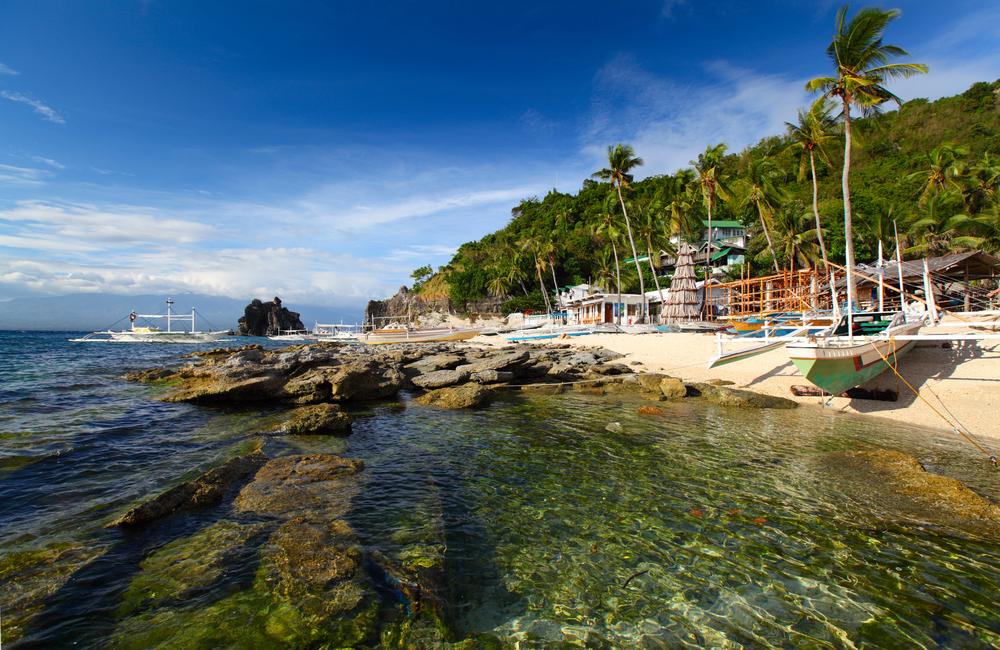 White sand  beach in Apo Island in Dumaguete