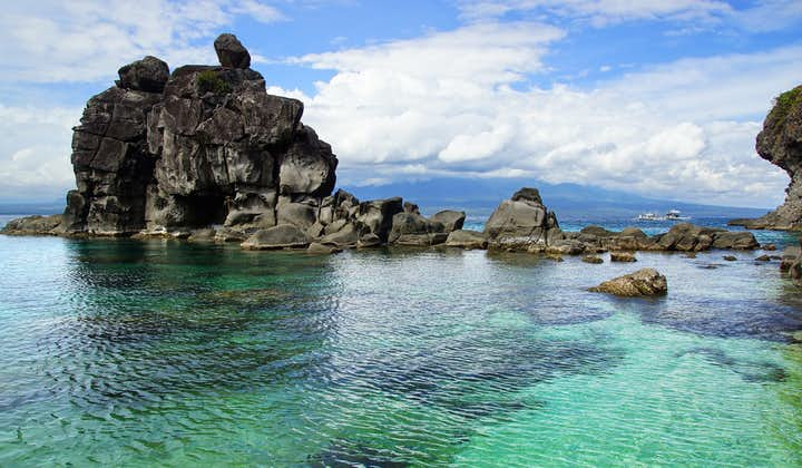 Blue waters of Apo Island in Dumaguete