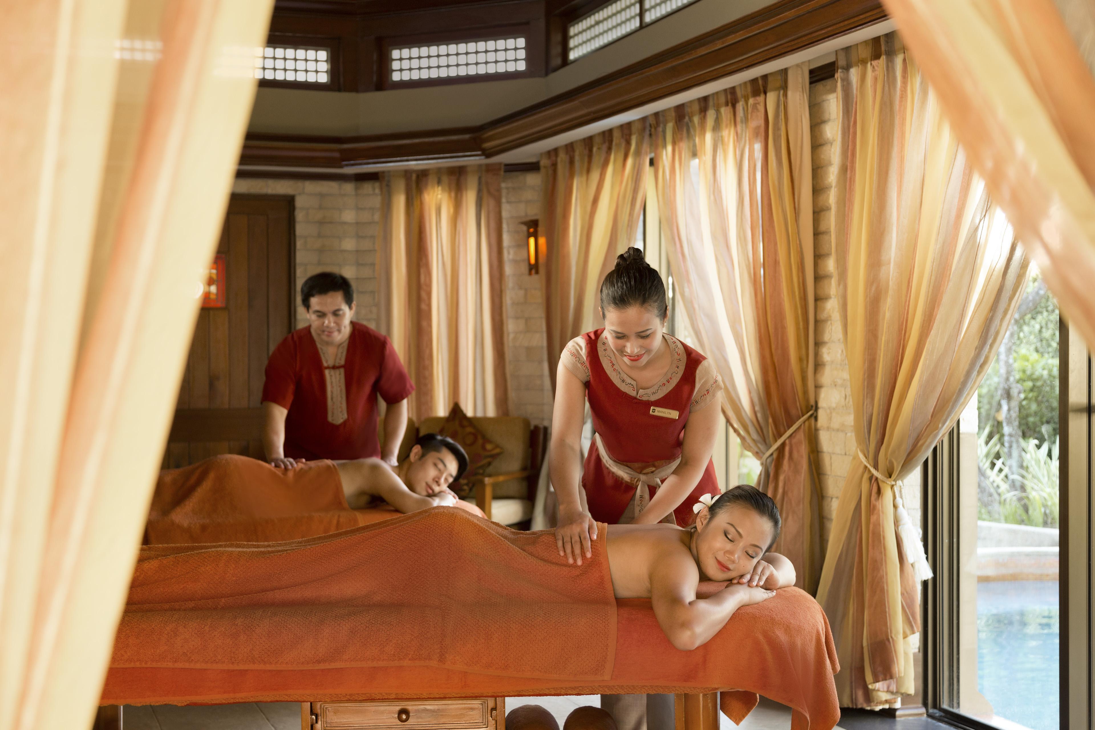 Woman having a massage at Shangri-La's Mactan Chi Spa