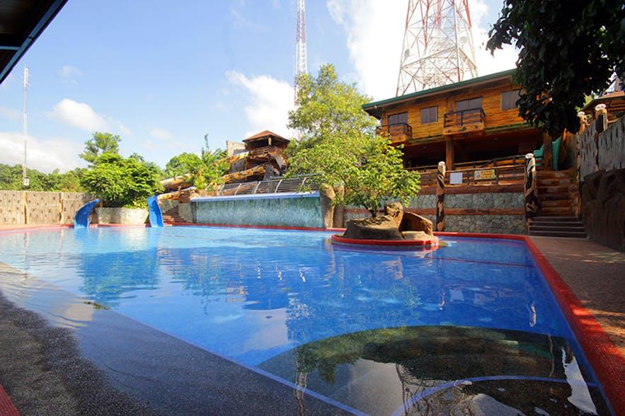 Swimming pool at Bosay resort in Antipolo