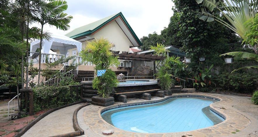 Facade of a villa in Loreland Farm Resort