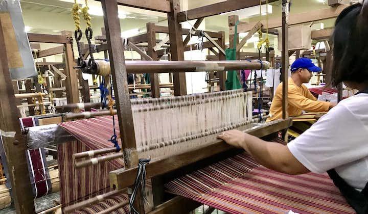 Weaving at Museo Cordillera