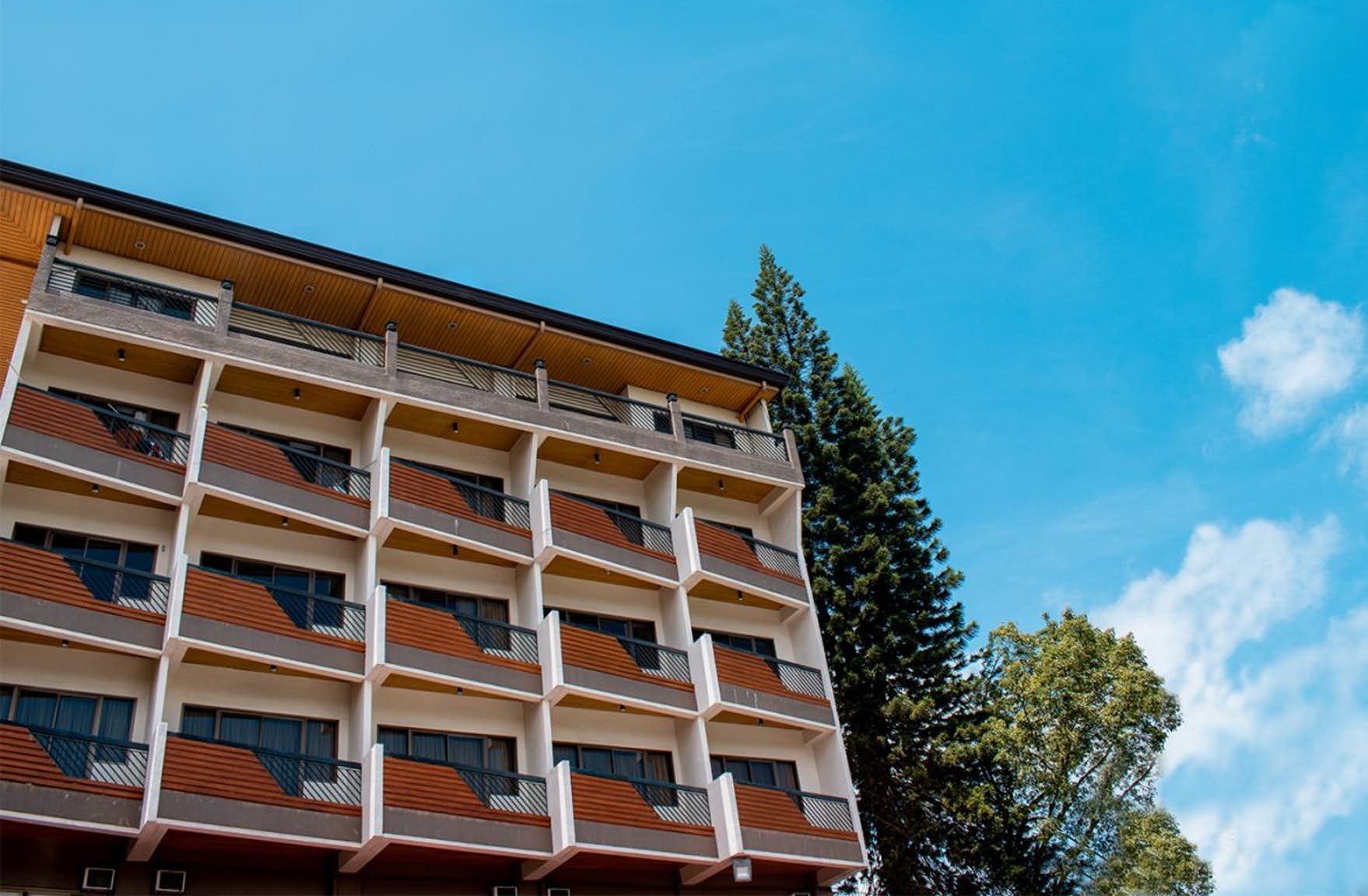 Facade of Venus Parkview Hotel in Baguio