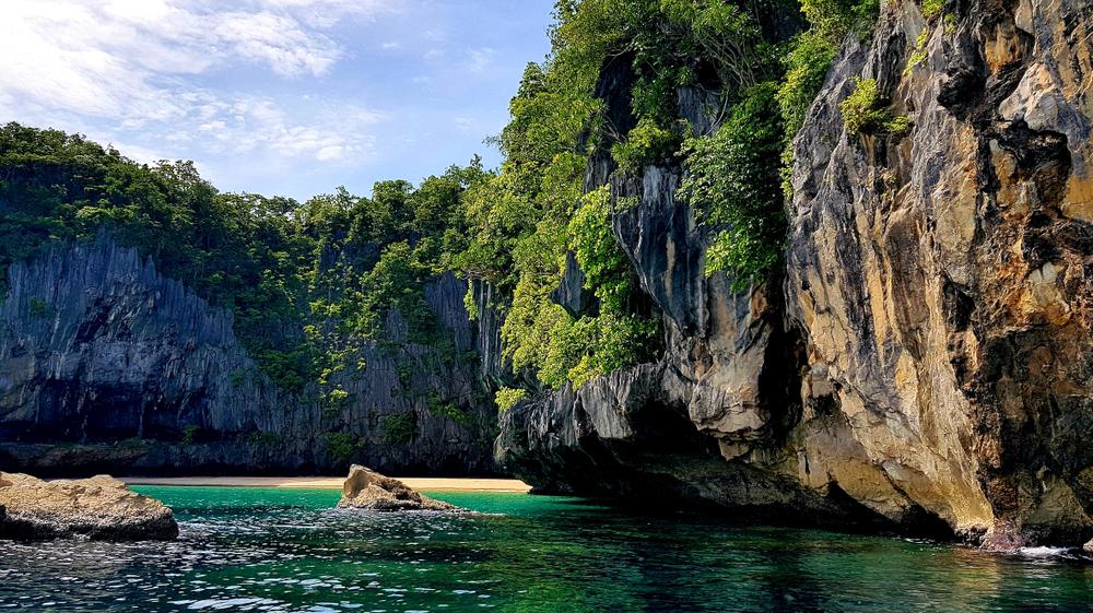 Cliffs outside Puerto Princesa Underground River