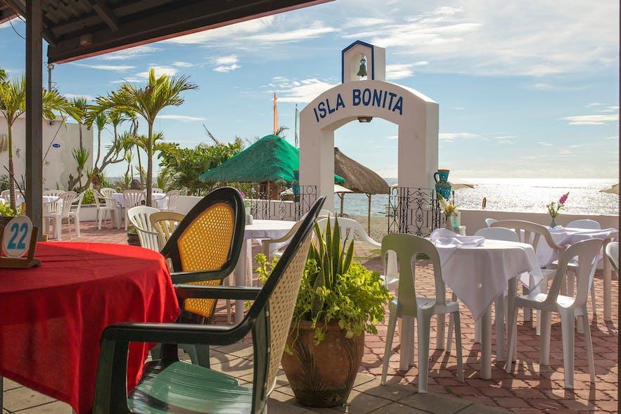 The outdoor dining area in Isla Bonita Beach Resort