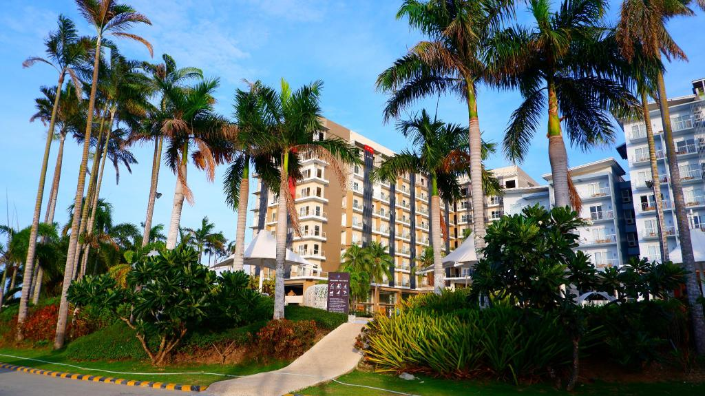 View of the building in Solea Palms Resort