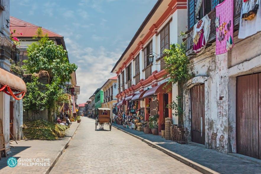 Kalesa strolling along Calle Crisologo in Vigan
