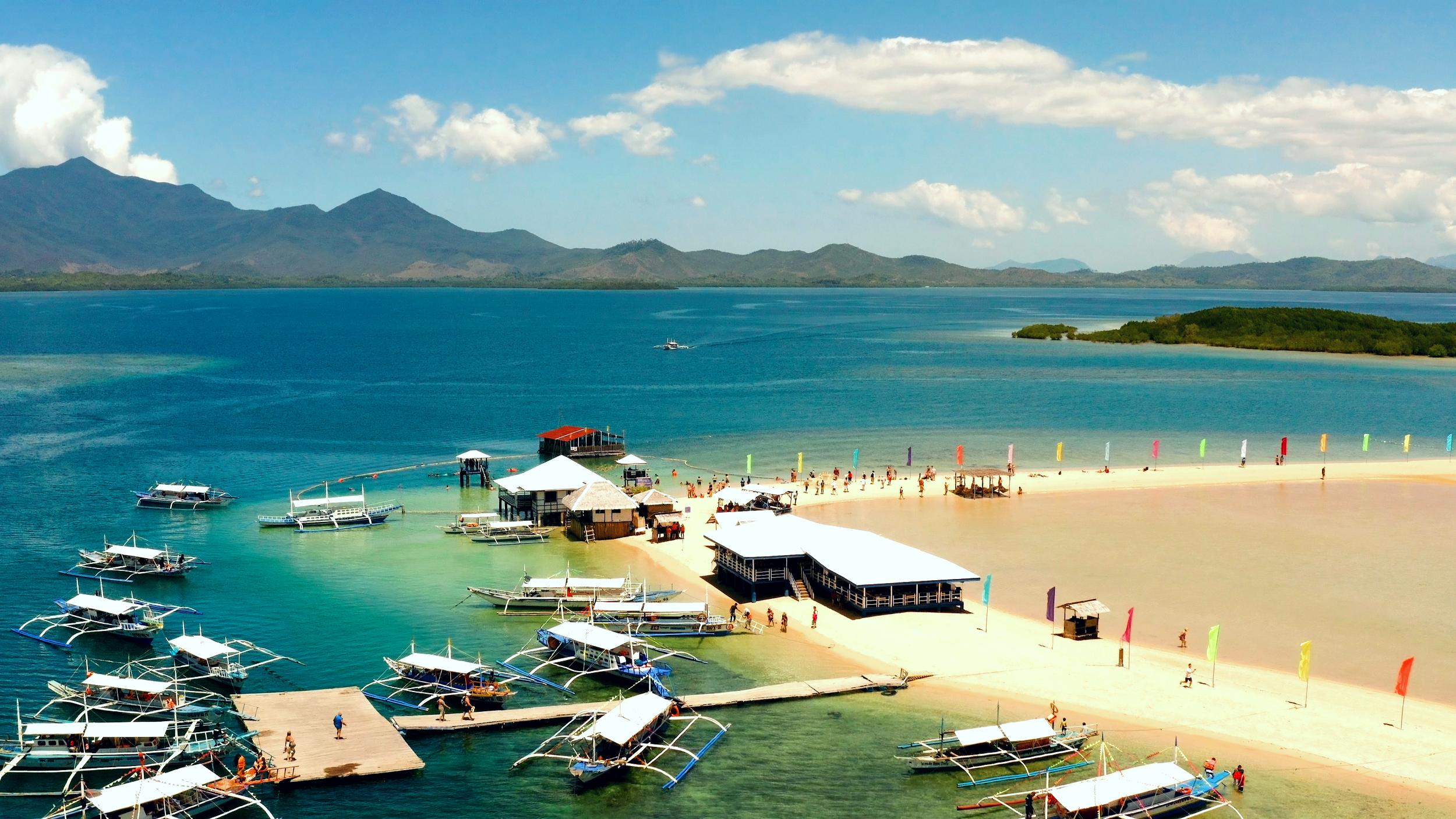 Island-hopping experience in Honda Bay Palawan