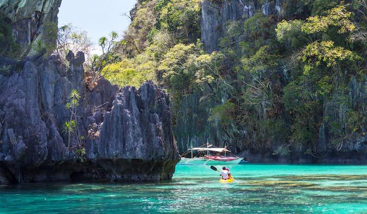 Kayaking in Big Lagoon, El Nido Palawan